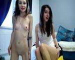 Transgirl und Freundin vor der Webcam